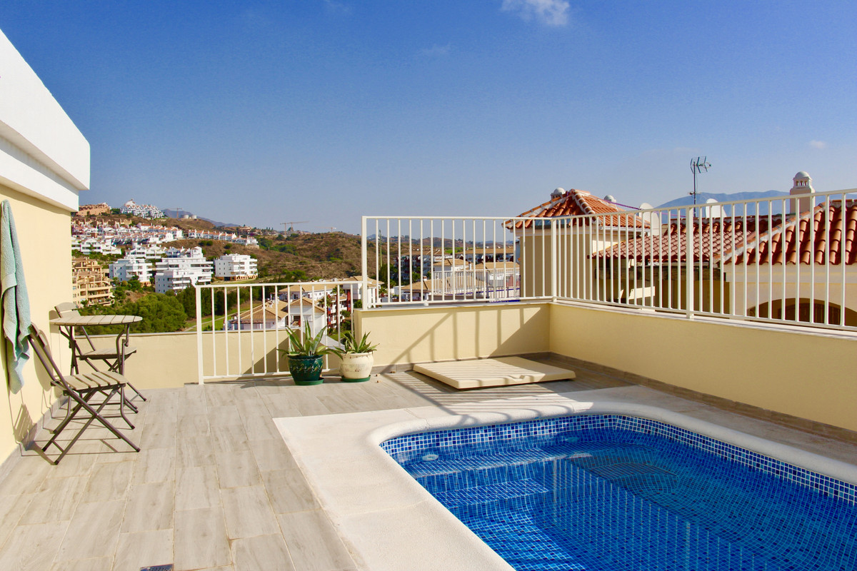 EXCLUSIVE PENTHOUSE - LARGE TERRACES - PRIVATE POOL - STUNNING VIEWS  Unique penthouse in excellent ,Spain