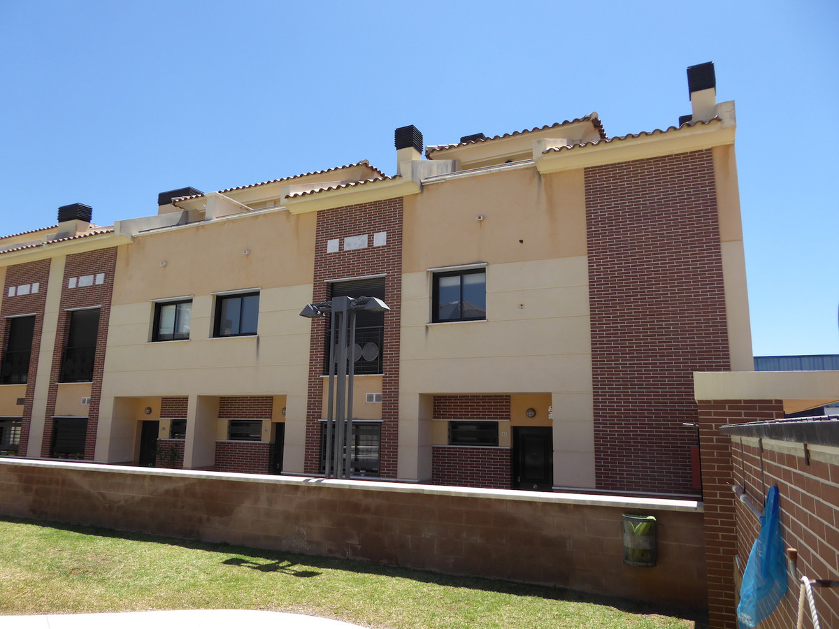 Townhouse with 4 bedrooms in a residential area of ??Churriana, near Los Alamos beach in Torremolino,Spain