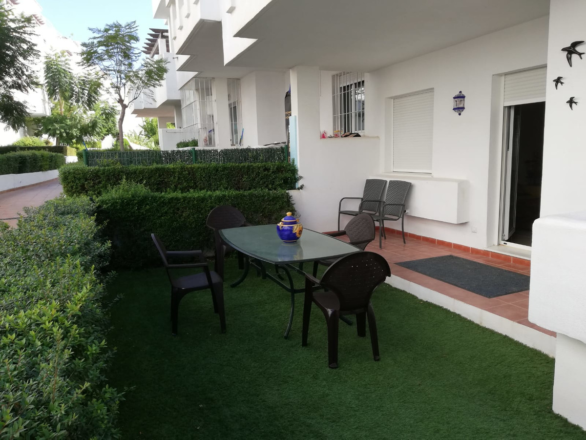 One of the last bargains on the Costa del Sol. Furnished apartment in Estepona, located in the prest,Spain