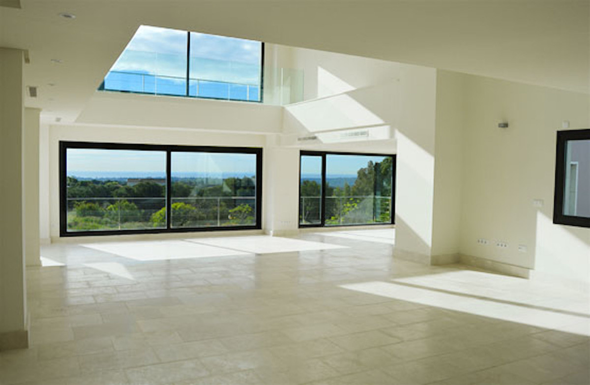 Spectacular independent detached house of modern design located in a prestigious urbanization of Sot, Spain