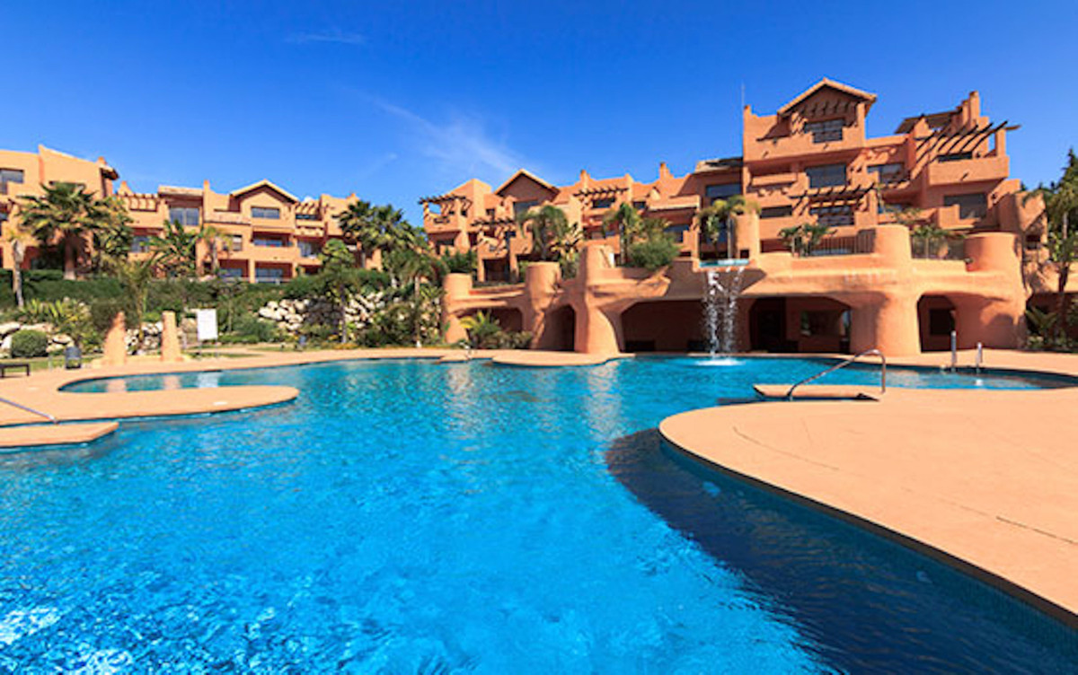 Apartment for sale in Estepona (Malaga). Apartment with 2 bedrooms, with 2 bathrooms, kitchen furnis,Spain