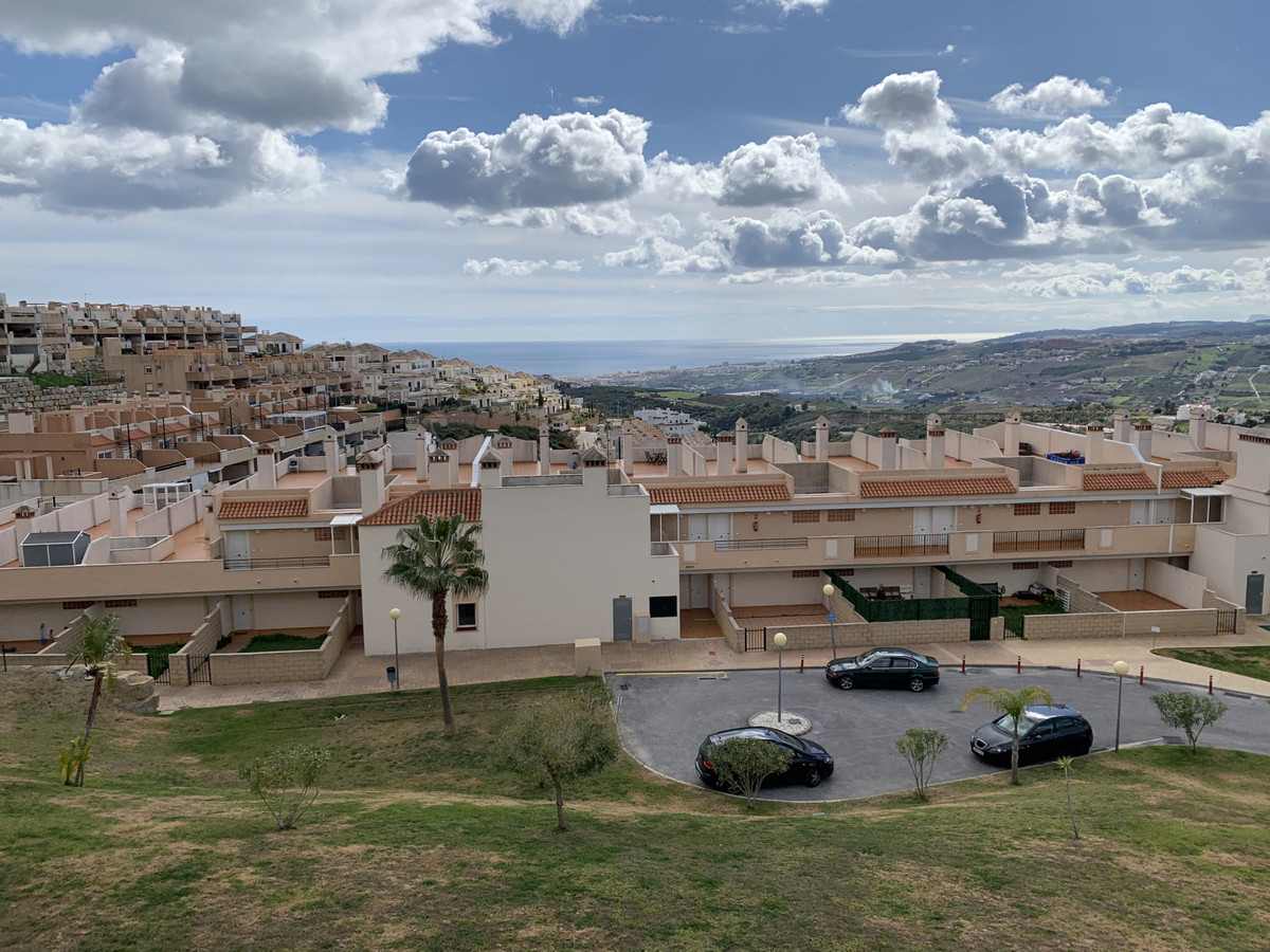Apartment for sale in Casares (Malaga). Apartment with 2 bedrooms and 2 bathrooms, kitchen furnished,Spain