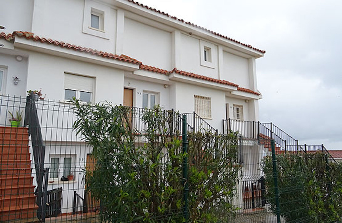 Great duplex penthouse with sea views, located in the tourist town of Manilva, in an Urbanization ne, Spain