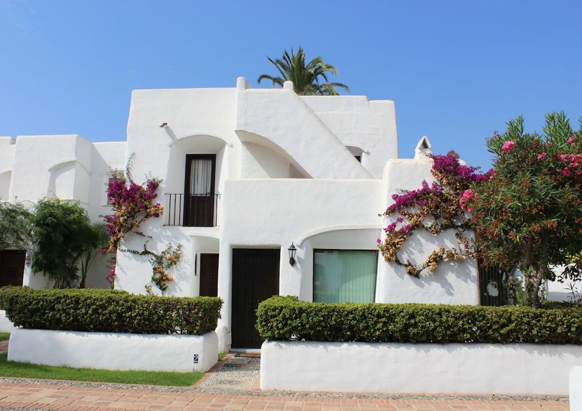Beautiful and spacious townhouse with 3 floors located in Villacana, between Estepona and Marbella. , Spain