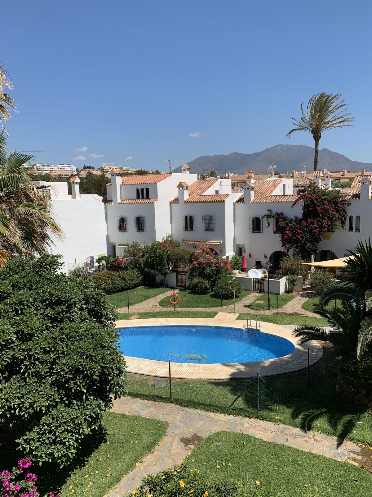 This beautiful house has 5 bedrooms and 3.5 bathrooms. It is spacious and bright with amazing natura,Spain