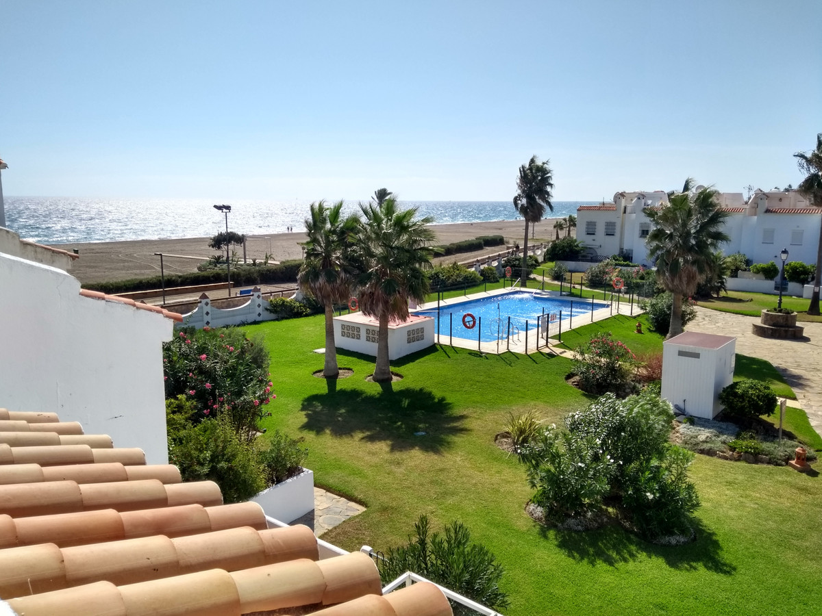 Spectacular townhouse on the very first beach line with 160m², ideal to enjoy with the whole family., Spain