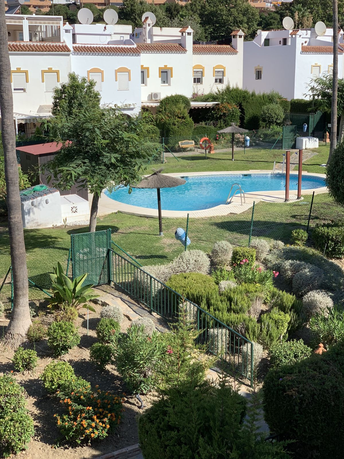 Excellent townhouse located just 250 meters from the beach, 10 min. by car from the center of Estepo,Spain