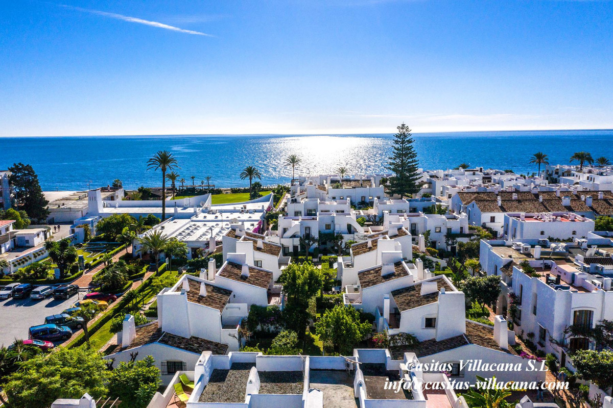 Spectacular and sunny semi-detached house of 2.5 bedrooms and 2.5 bathrooms in the Villacana Urbaniz, Spain