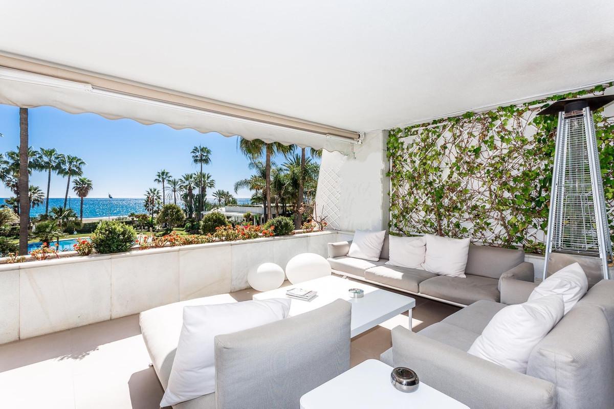 Marbella Banus Apartamento Planta Media en Venta en Puerto Banús – R3642098