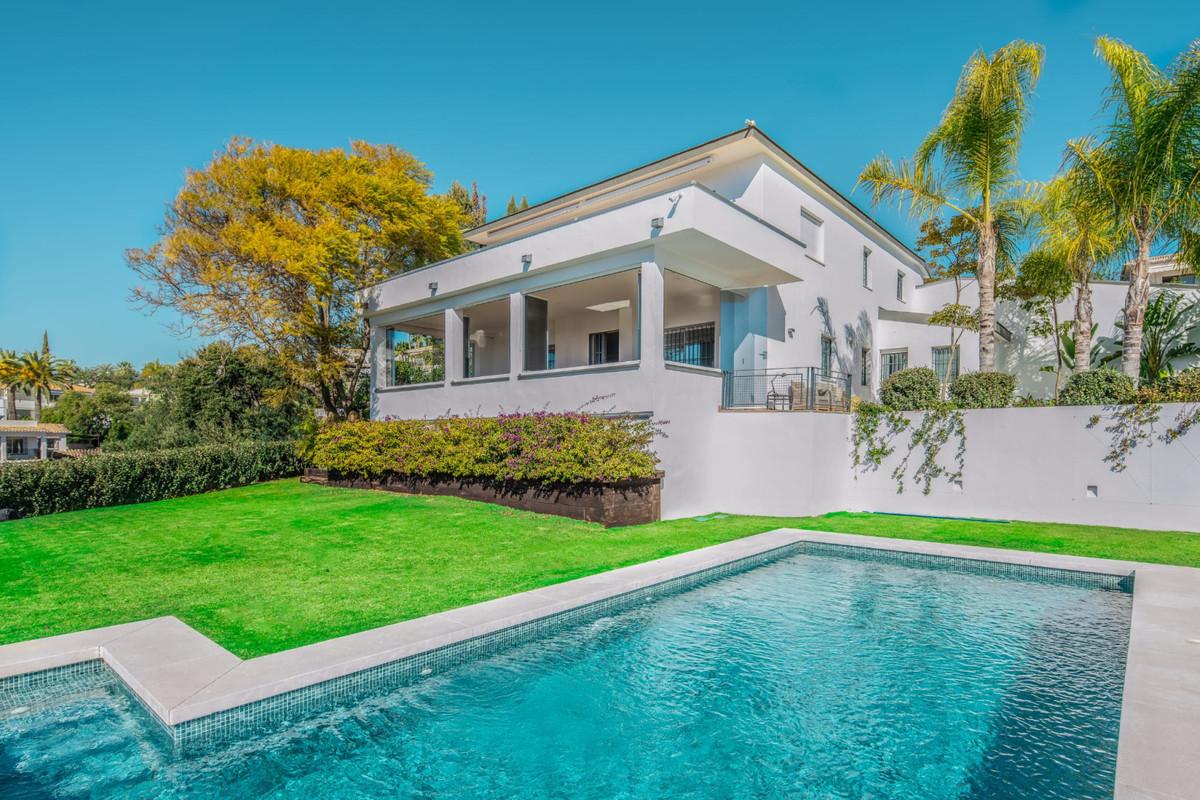Detached Villa for sale in Elviria R3710177