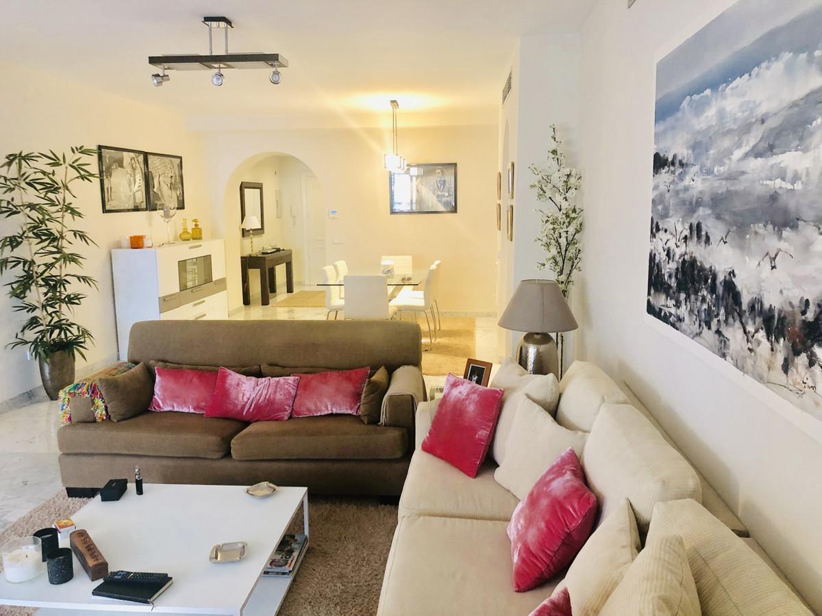 Marbella Banus Apartamento Planta Media en Venta en Puerto Banús – R3359869