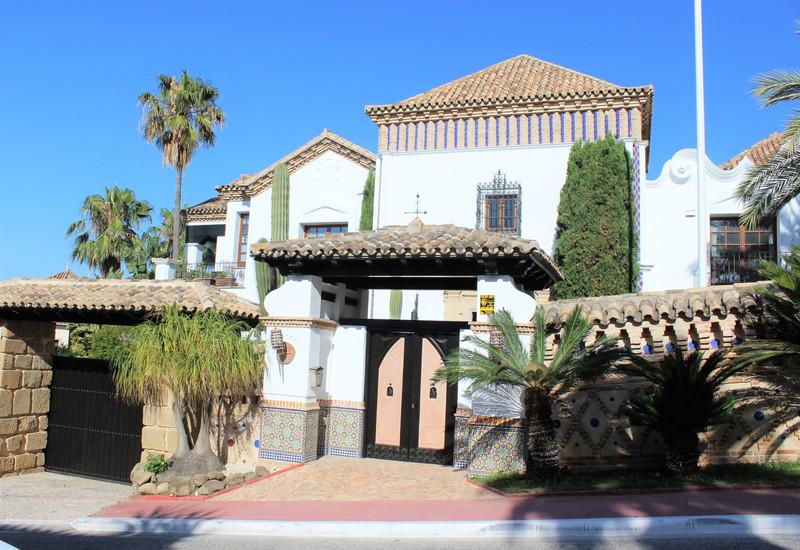 Marbella Banus Villa – Chalet en venta en The Golden Mile – R3235891
