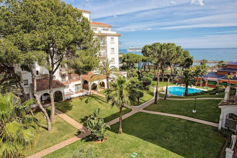 A charming 3rd floor with 2 terraces with excellent sea and mountain views. Sitting/dining room with, Spain