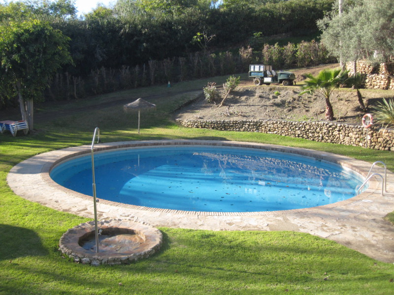 Stunning frontline golf 3 bed and 2 bath ground floor apartment with lovely views in La Quinta. The , Spain
