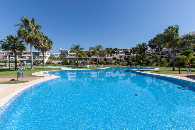 Stunning large and completly south facing 3 bedroom, 2 bathroom apartment with breathtaking views of, Spain