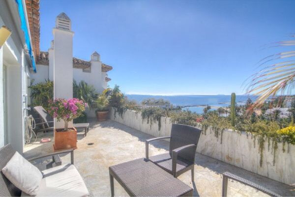 Without a doubt one of the best penthouses apartment available in the renowed Playas del Duque. Orig, Spain