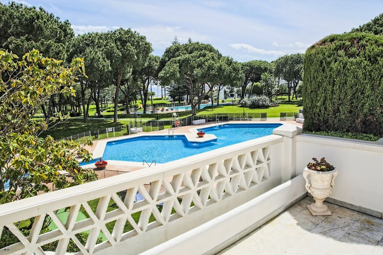 Apartment, Middle Floor  for sale    in Puerto Banús