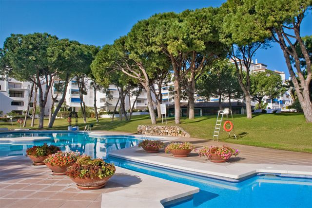 Ideally located apartment within the renowned Playas del Duque complex (front line beach of Puerto B, Spain