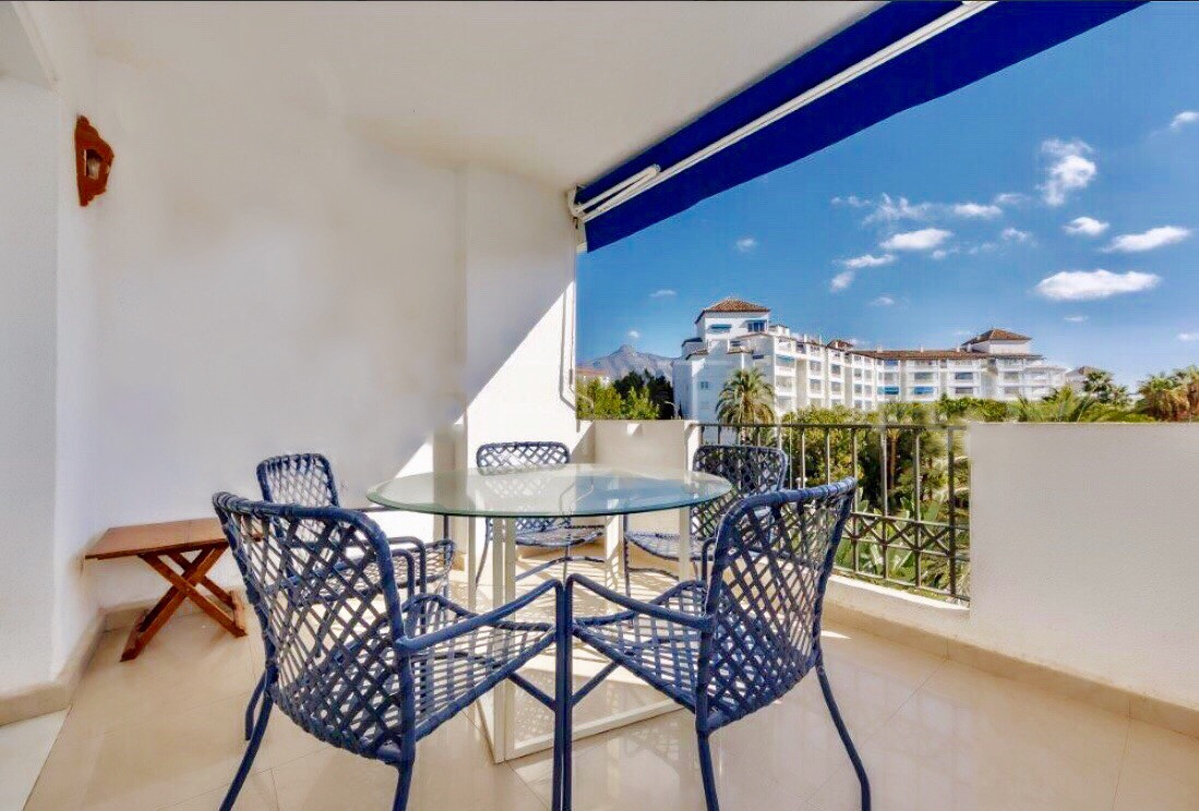 A lovely spacious apartment with much further potential. Located next to the beach which can be seen, Spain