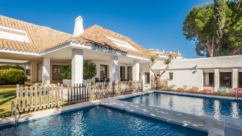 Villas for sale in Puerto Banus 5