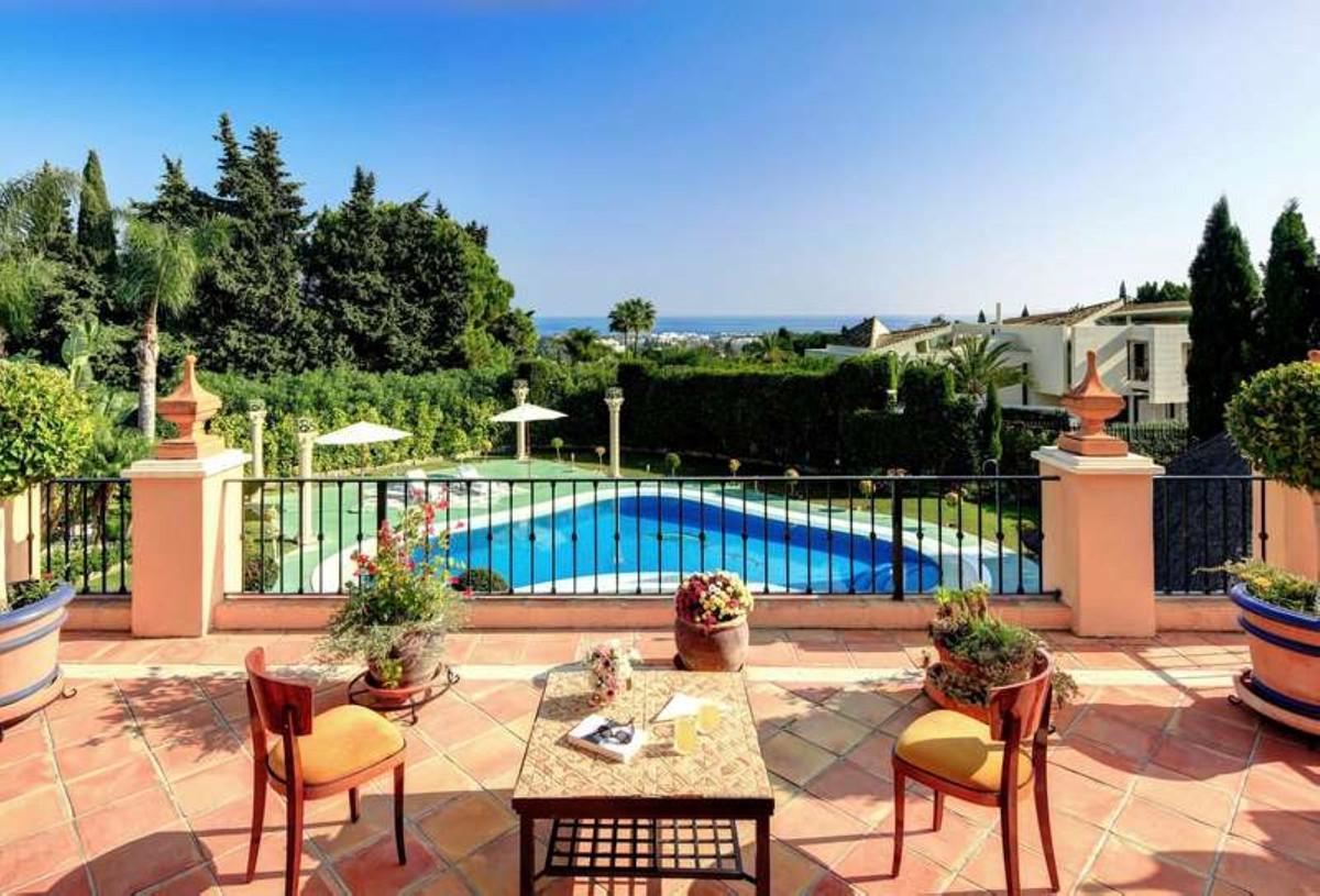 Detached Villa for sale in Nueva Andalucía R3365791