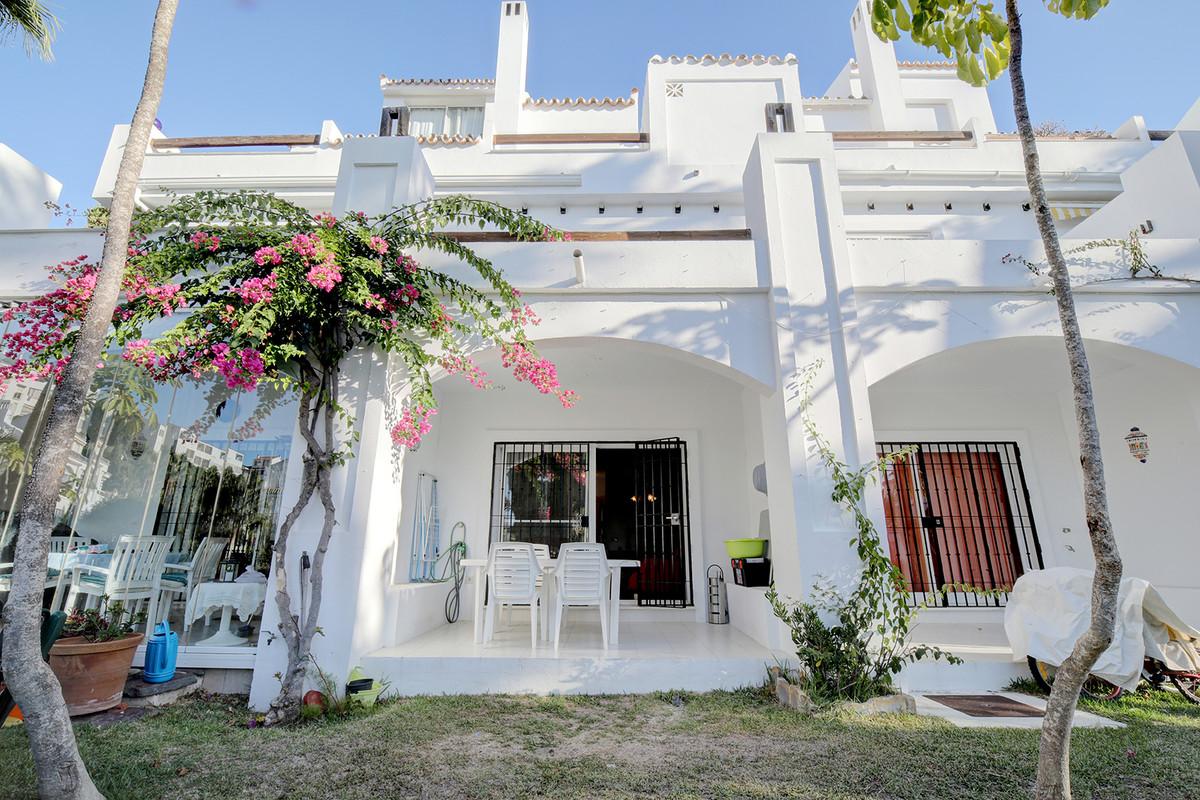 Marbella Banus Apartamento en Venta en Calahonda – R3532252