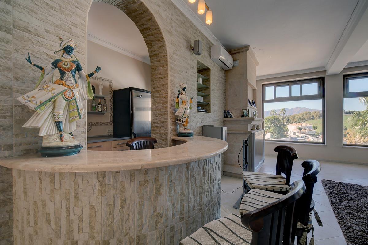 Villa con 5 Dormitorios en Venta Cerros del Aguila