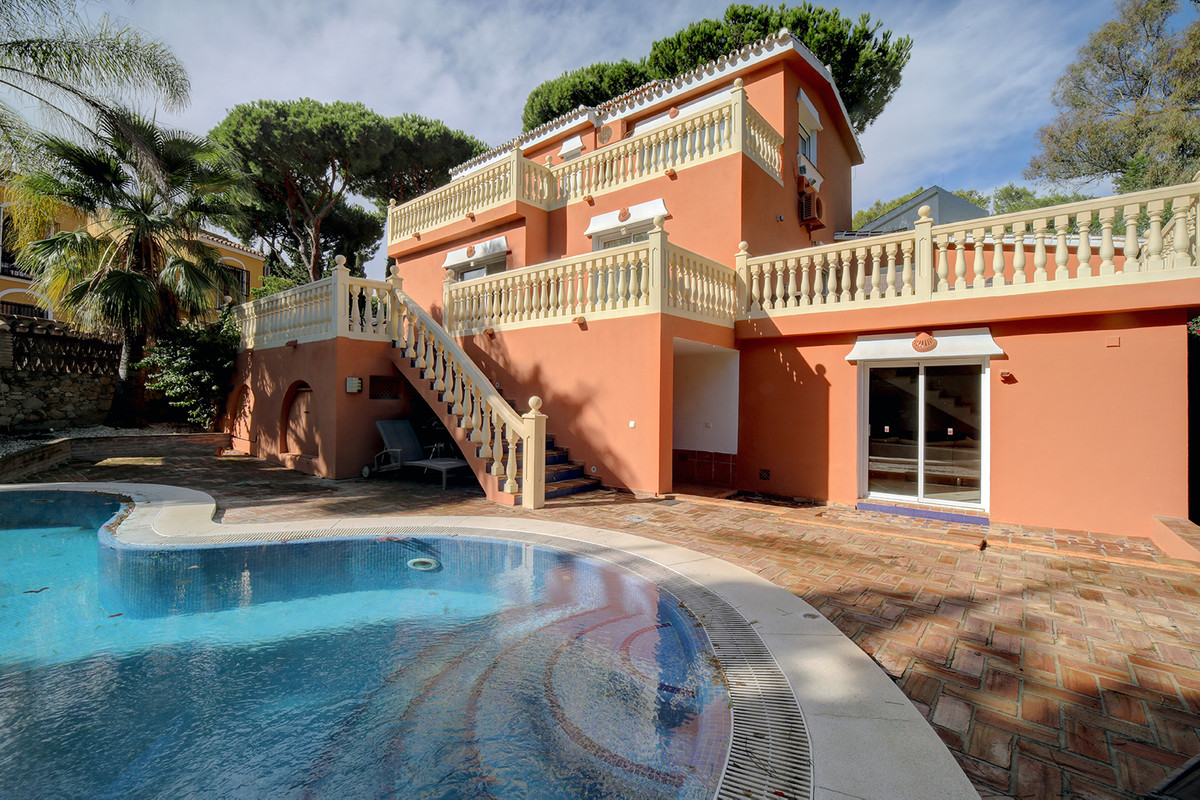 Beautiful detached villa located in the lower part of Calahonda, close to the beach and all faciliti,Spain
