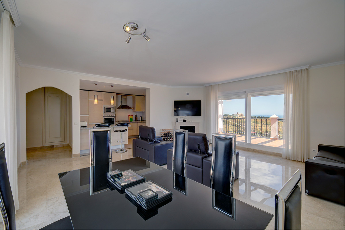 JUST REDUCED FROM 375.000 EUR TO 349.000 EUR!!! Best Penthouse for sale at Palmeras de Calahonda. Pa,Spain