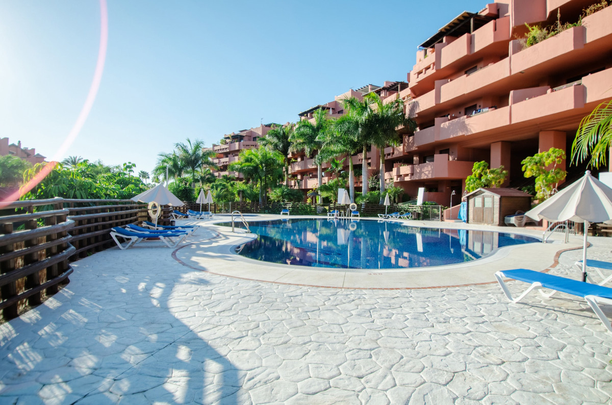 Spectacular penthouse with sea views in a complex located on the beachfront. The apartment has 4 bed,Spain
