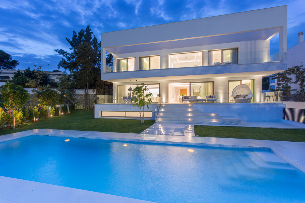 The villa has the latest technologies and the highest qualities of construction combined with an attSpain