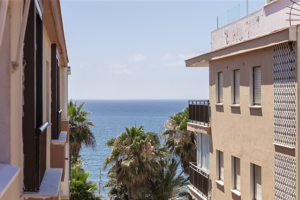 Fantastic apartment a few meters from the promenade, with beautiful side views of the Mediterranean ,Spain
