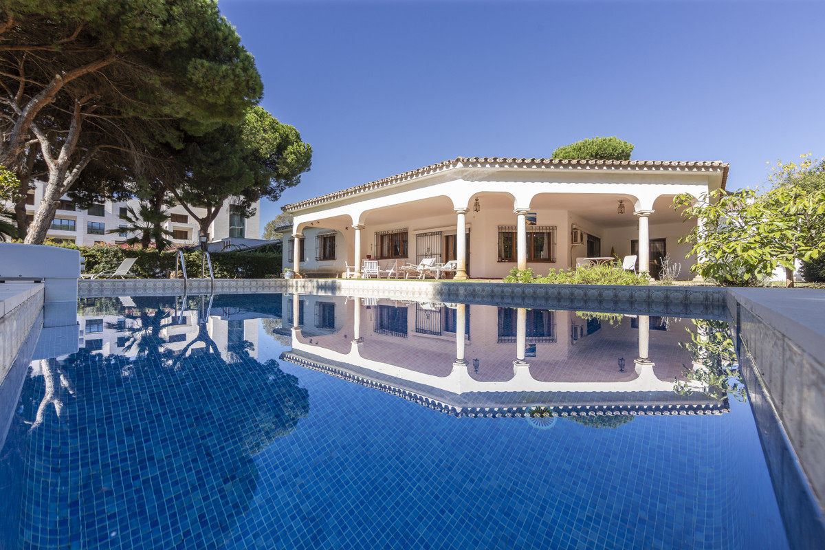 Detached Villa, Benamara, Costa del Sol. 5 Bedrooms, 4 Bathrooms, Built 355 m², Garden/Plot 1138 m²., Spain