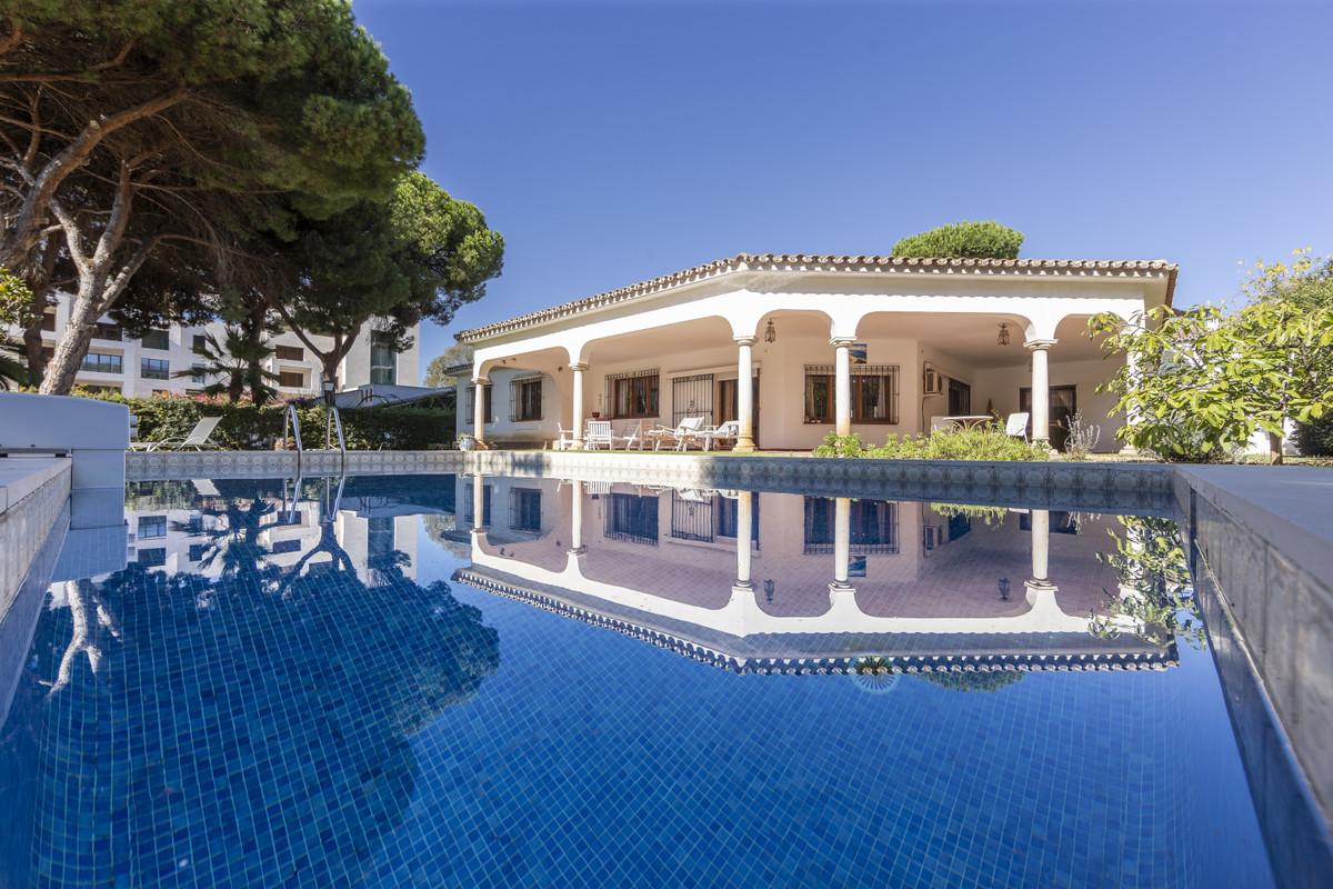 Detached Villa, Benamara, Costa del Sol. 5 Bedrooms, 4 Bathrooms, Built 355 m², Garden/Plot 1138 m².,Spain