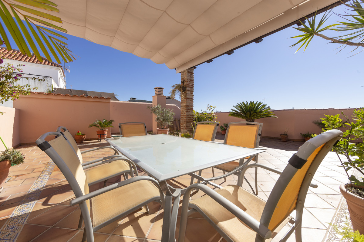 Magnificent  duplex penthouse halfway between the marina and the city centre, in a privileged locati,Spain