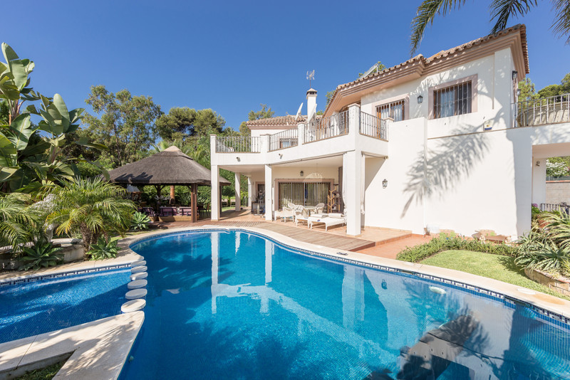 Villas for sale in Guadalmina 9