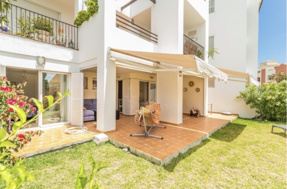 Great Ground Floor Apartment, 3 Bedrooms with sea views and private garden with 100m2. Fantastic disSpain
