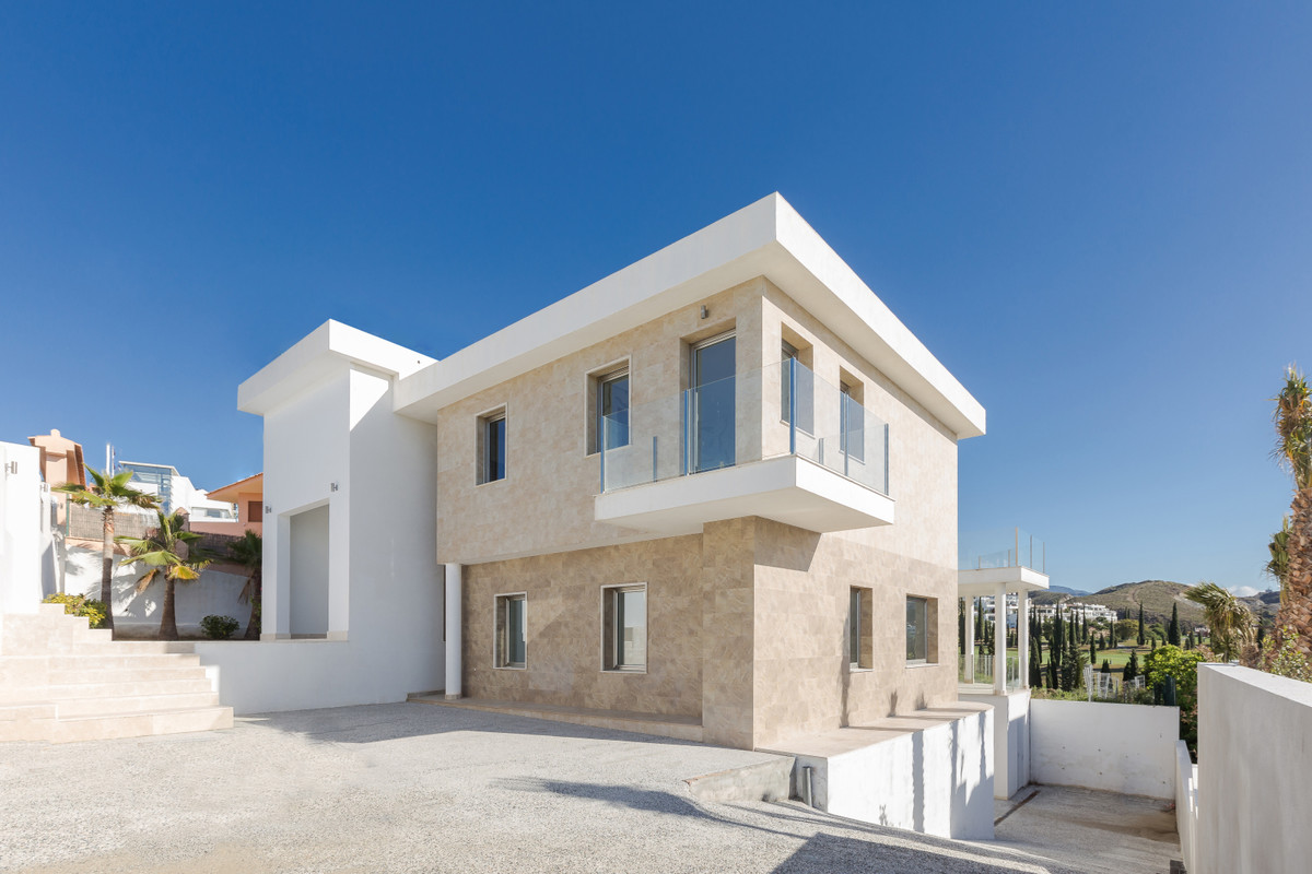 Lovely nice Villa in Los Flamingos.  Great location in first line golf with their own personal acces,Spain