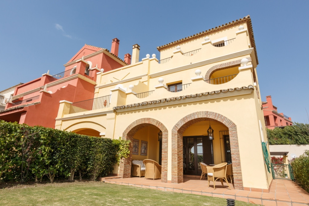 Townhouse, Sotogrande Alto, Costa del Sol. 3 Bedrooms, 4 Bathrooms, Built 193 m², Terrace 80 m², Gar, Spain