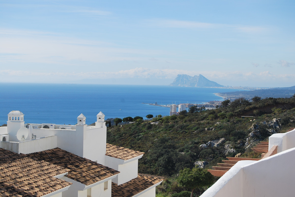 Magnificent terraced house of 424m2 on four floors and stunning views of the sea and coast of africa, Spain