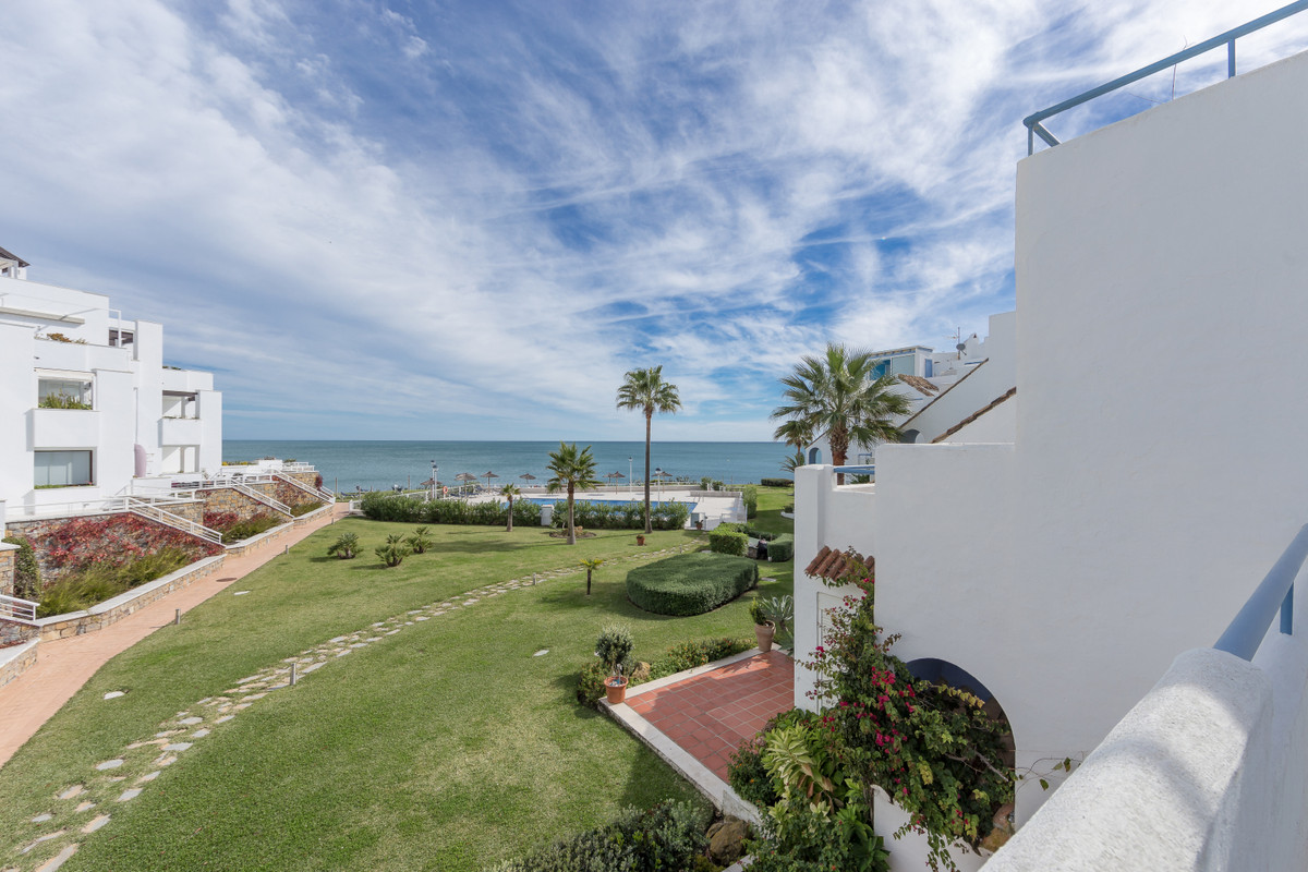 Cozy semi-detached duplex in a private residential complex front line beach with panoramic mediterra, Spain