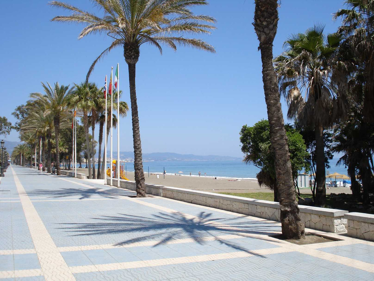 Superb building plot of 500m2 only minutes walk from the beach at San Pedro. Close to the paseo from, Spain