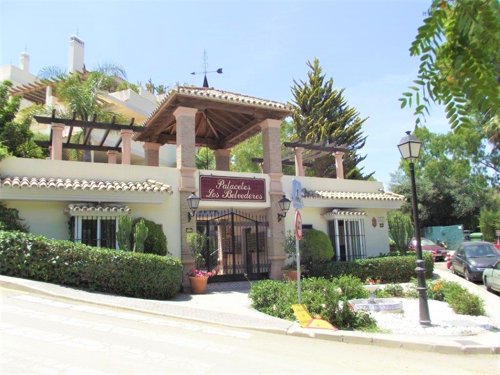A very well presented and comtemporary two bedroom ground floor garden apartment in a peacful and qu, Spain