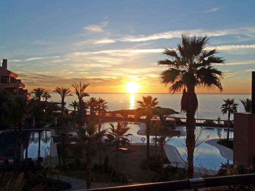 Fabulous front line beach 2 bed apartment at the exclusive development Malibu. The apartment is 1st , Spain