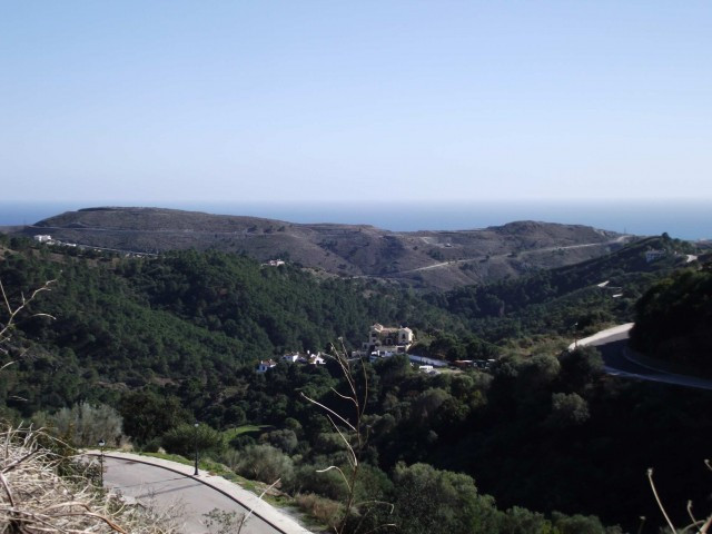 SERIOUSLY REDUCED At Monte Mayor we have a tremendous cache of  land - 2,700m2  upon which a villa o,Spain