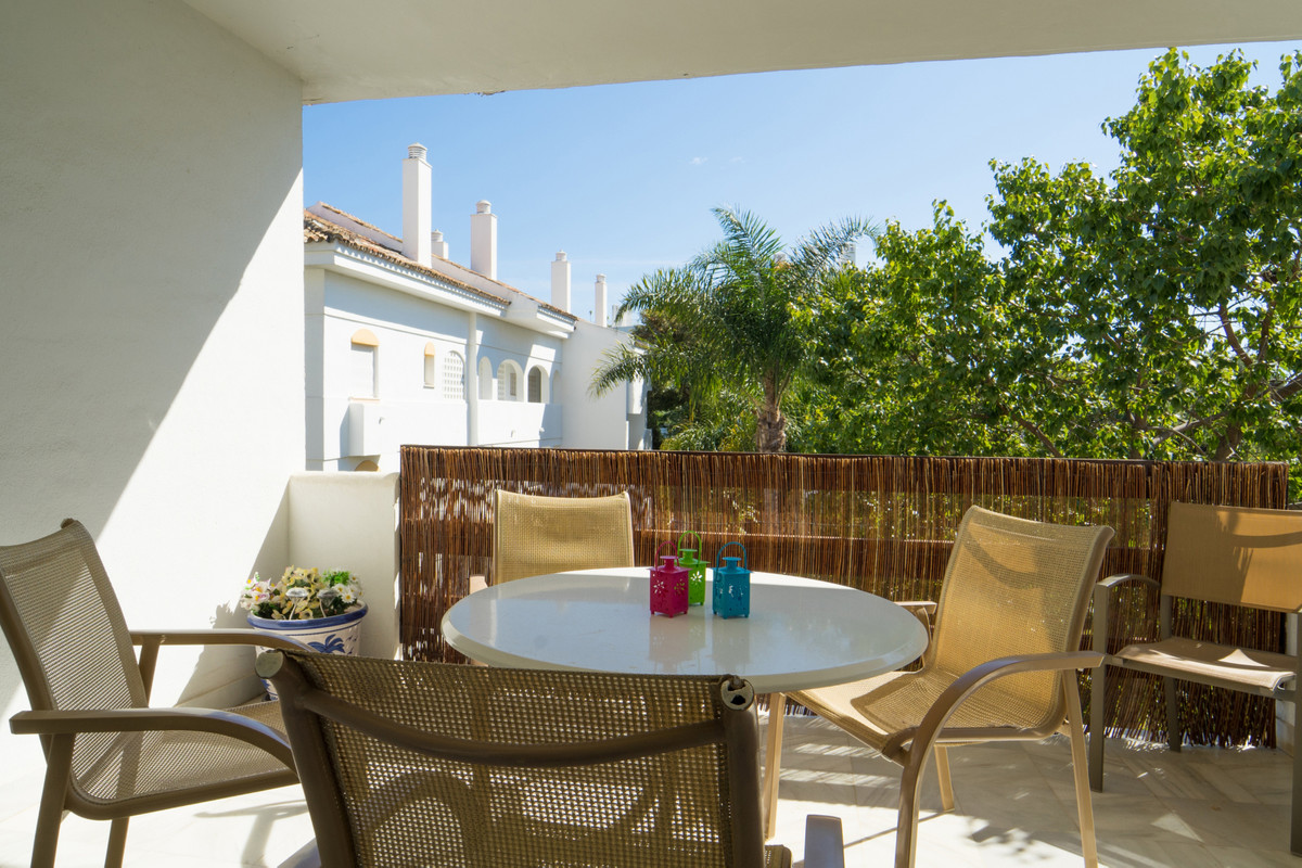 Apartamento Planta Media en Venta en Guadalmina Baja – R3609959