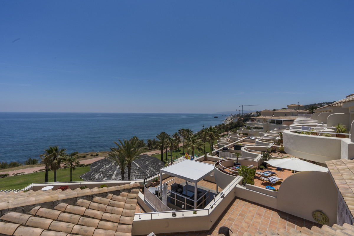 Apartment Penthouse in Casares Playa, Costa del Sol