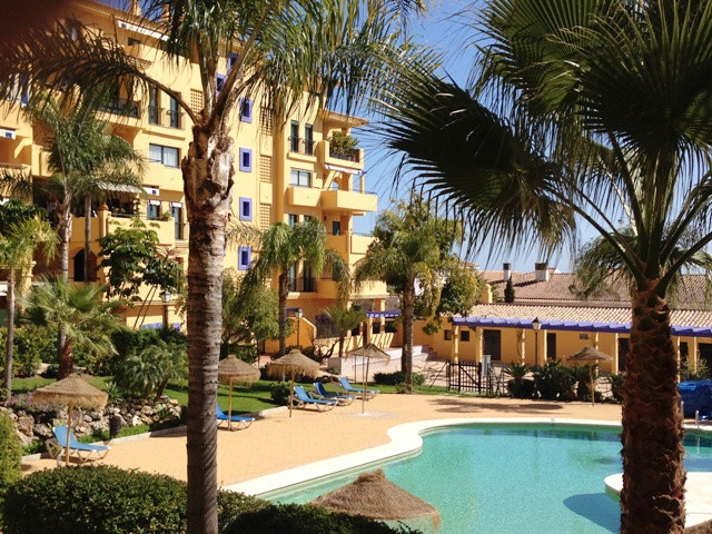 This 3 bedroomed East facing spacious apartment captures some sea and mountain views.  The location ,Spain