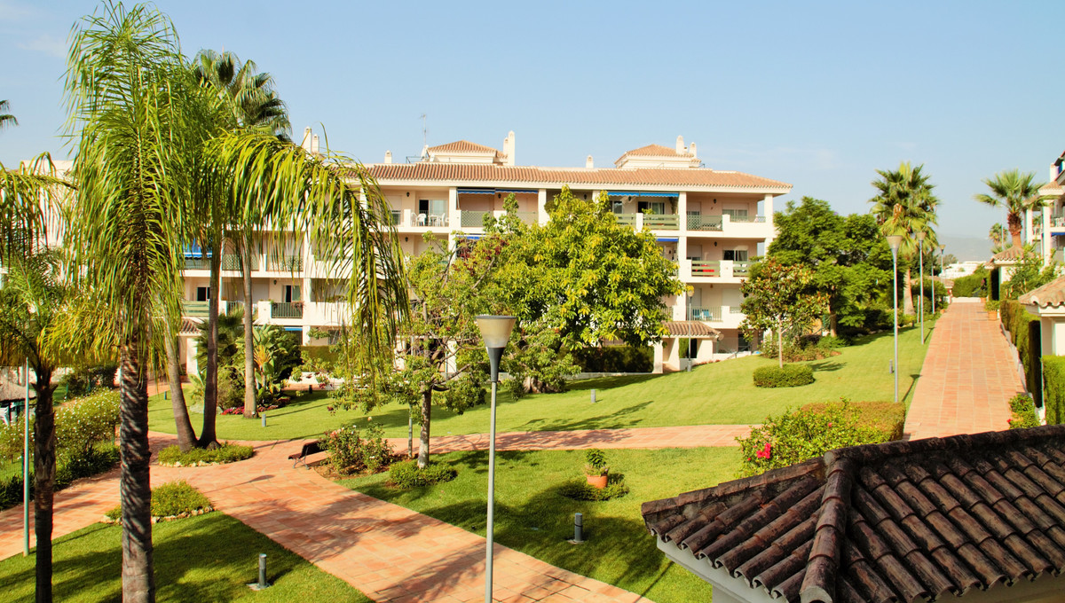 Apartamento Planta Media  en venta en  Puerto Banús, Costa del Sol – R3254044