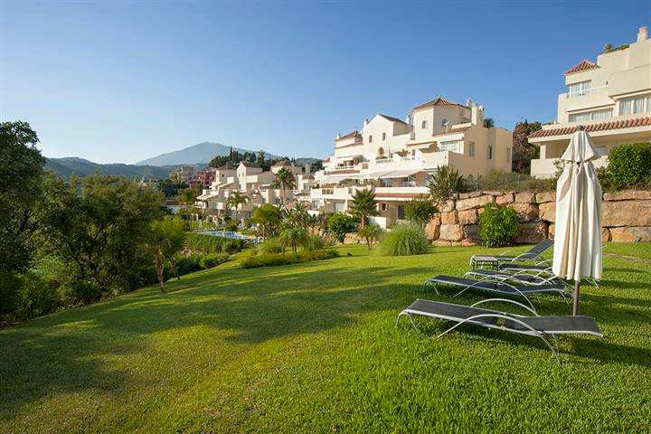 Located just off the Ronda Road this luxury 2 bedroomed/2 bathroom apartment is set within the urban, Spain